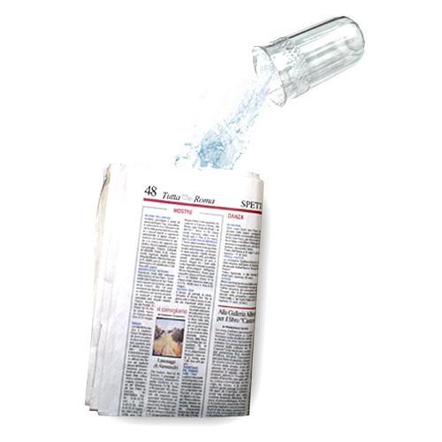 Wasserzeitung - Liquid in the newspaper - Wasser in Zeitung
